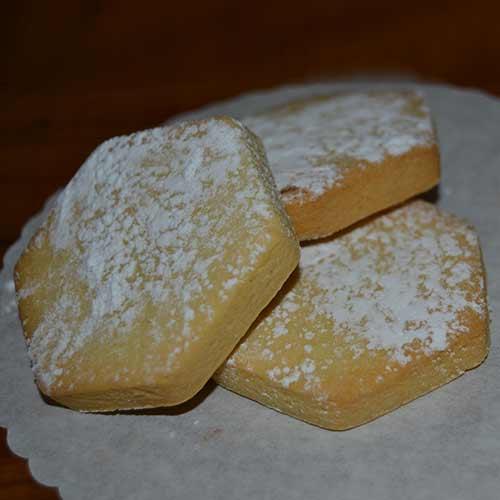 biscotti senza lattosio con zucchero a velo