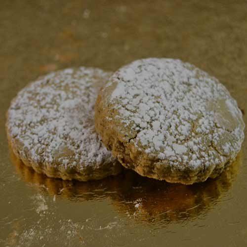 frollini senza uova spolverati di zucchero a velo
