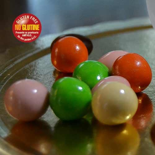 Confetti colorati al cioccolato fondente e bianco