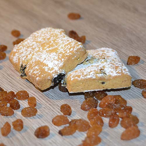 Biscotti di pasta frolla senza lattosio con uvetta