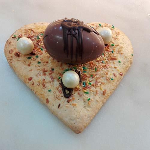 Scarcella senza glassa con uovo al cioccolato