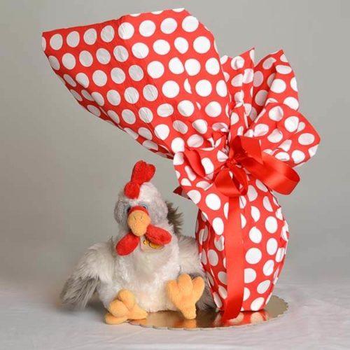 Uovo di Pasqua cioccolato fondente con peluche gallina