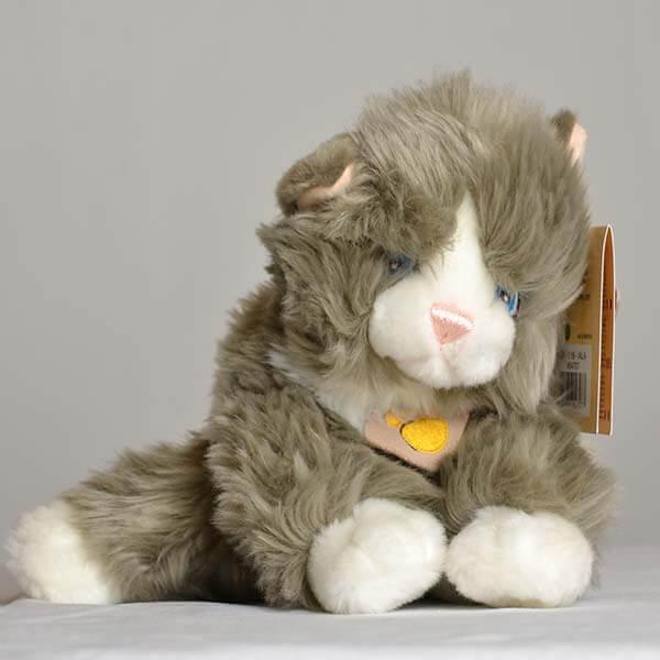 Un tenero peluche a forma di gattino