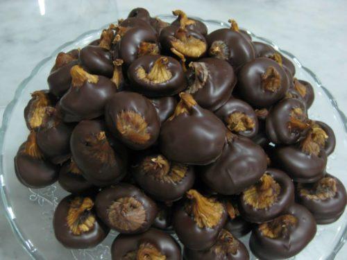 Fichi secchi al cioccolato preparati artigianalmente