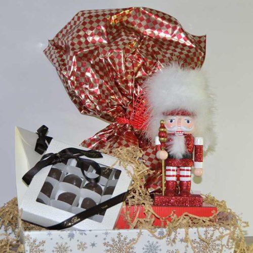 cesto natalizio con soldatino in legno