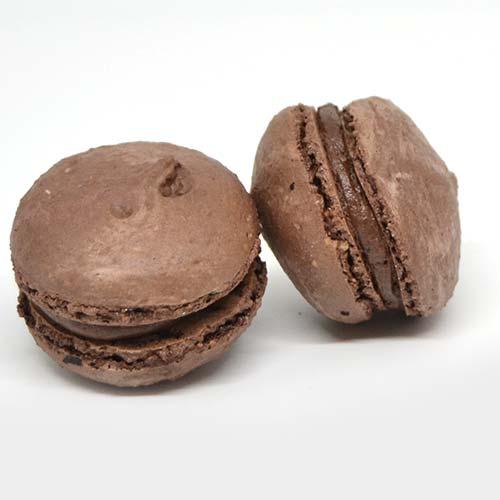 macarons artigianali, senza glutine e senza lattosio ripieni di crema al cioccolato