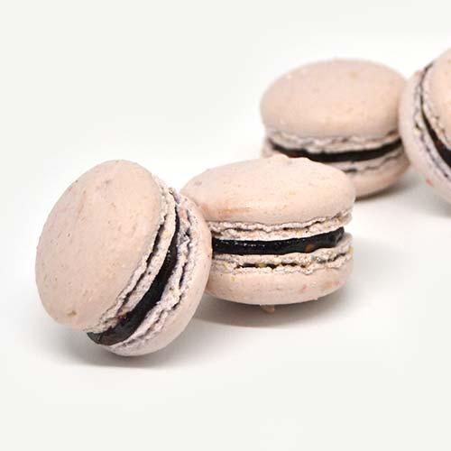 macarons artigianali, senza glutine e senza lattosio ripieni di marmellata