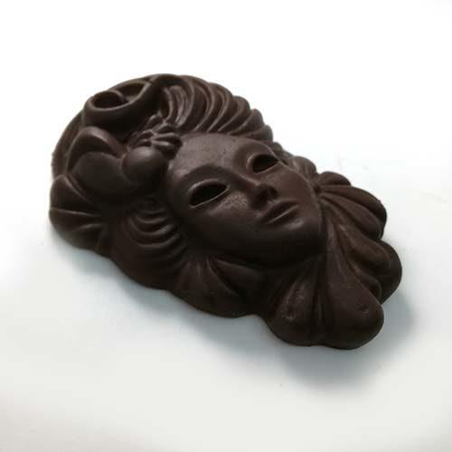 elegante maschera di carnevale in cioccolato fondente