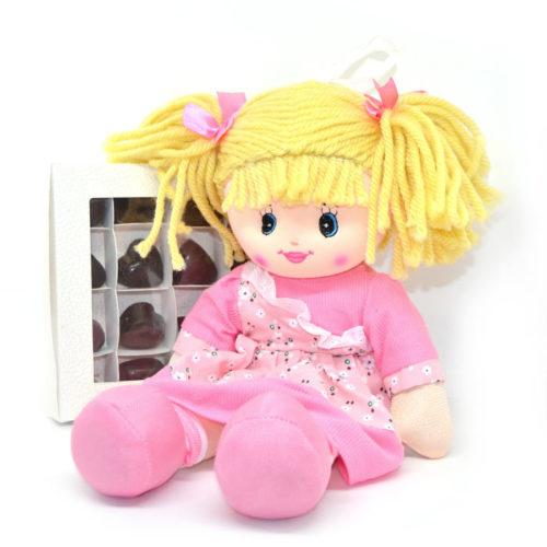 Bambola dolly e cioccolatini di San valentino