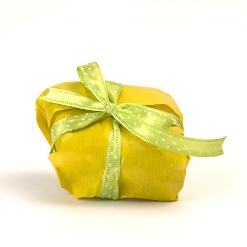 Confezione regalo versione gialla e nastro a pois verde, per la colomba senza glutine