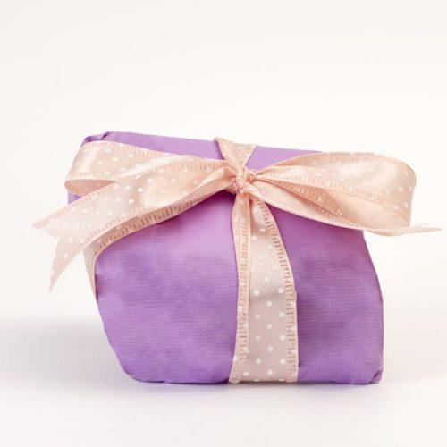 Confezione regalo versione viola e nastro a pois rosa, per la colomba senza glutine