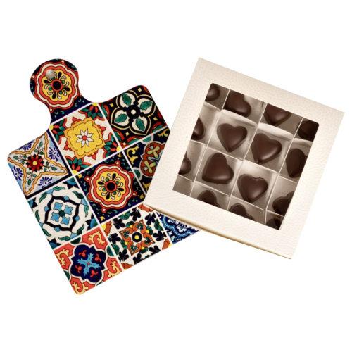 Cioccolatini e tagliere quadrato